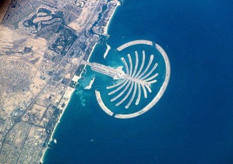 Штучний острів Пальма Джумейра в Об'єднаних Арабських Еміратах