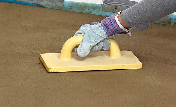 Як самостійно вирівняти бетонну підлогу?