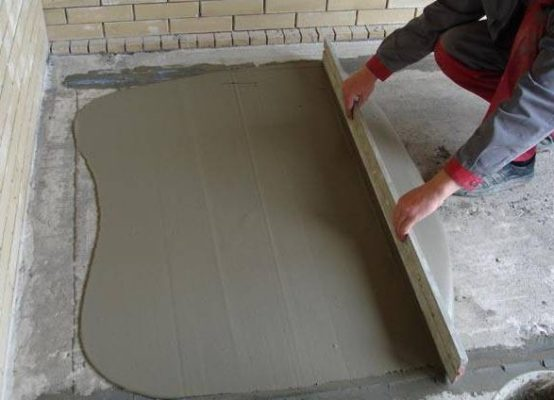 Вирівняємо підлогу із бетону своїми руками.