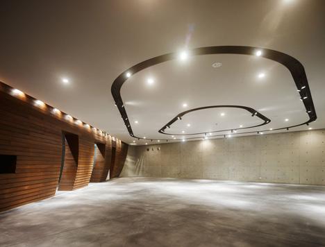 У Японії побудували будівлю із вигинами