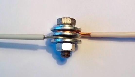 Правильне з'єднання мідного і алюмінієвого дроту.